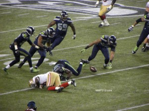Kam Chancellor forced a Frank Gore fumble, somehow the Seahawks didn't come up with the ball.